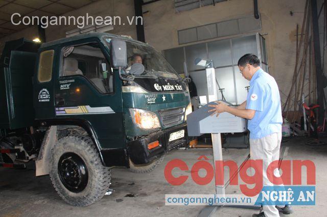 Hoạt động đăng kiểm tại Trung tâm đăng kiểm xe cơ giới Nghệ An