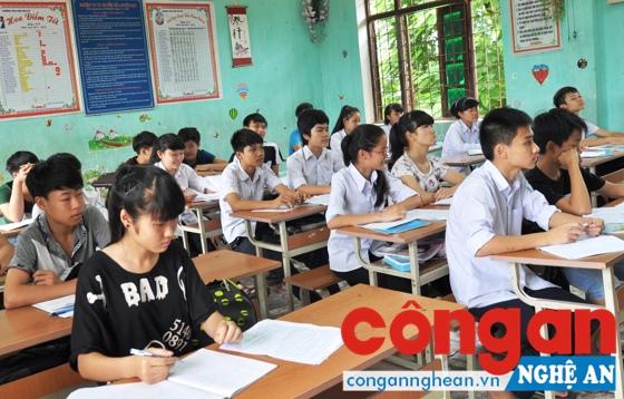 Học sinh lớp 9 ôn thi sẵn sàng cho kỳ thi tuyển sinh vào lớp 10