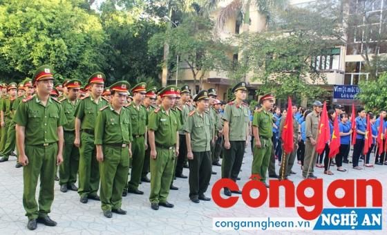 Lễ diễu hành ra quân tuyên truyền phòng chống ma túy do Công an TP Vinh tổ chức.