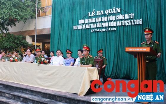 Các đại biểu dự lễ phát động ra quân phòng chống ma túy tại CA TP Vinh