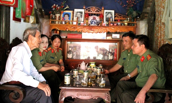 Báo Công an Nghệ An thăm hỏi, hỗ trợ nhà báo Phan Đăng San