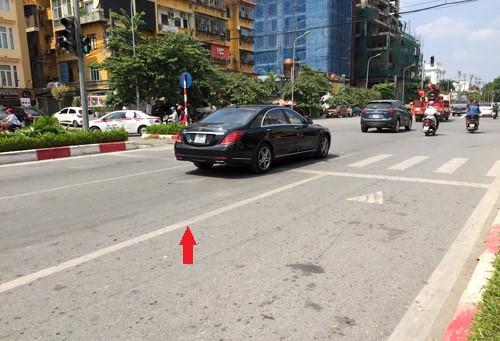 Quy định mới về đè vạch liền: Từ 1/11 tới, quy chuẩn mới 41/2016 chính thức có hiệu lực, thay thế cho quy chuẩn 41/2012. Ở quy chuẩn mới, quy định về vạch kẻ đường rõ ràng hơn khi tách thành các nhóm vạch dành cho hai chiều xe chạy và vạch dành cho xe chạy cùng chiều.