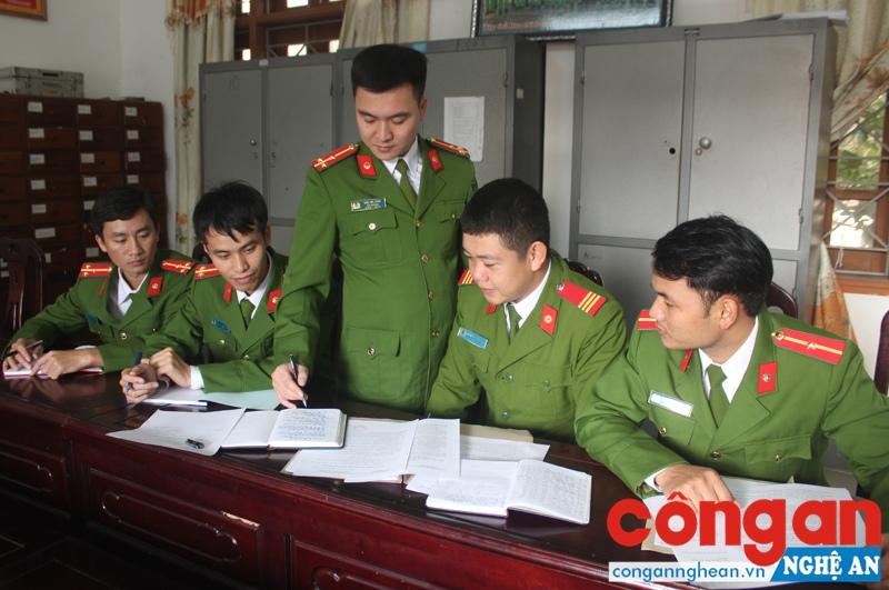 Đội Cảnh sát ĐTTP về Hình sự, Kinh tế, Ma túy Công an huyện Nghĩa Đàn triển khai kế hoạch bắt đối tượng Hồ Xuân Tùng