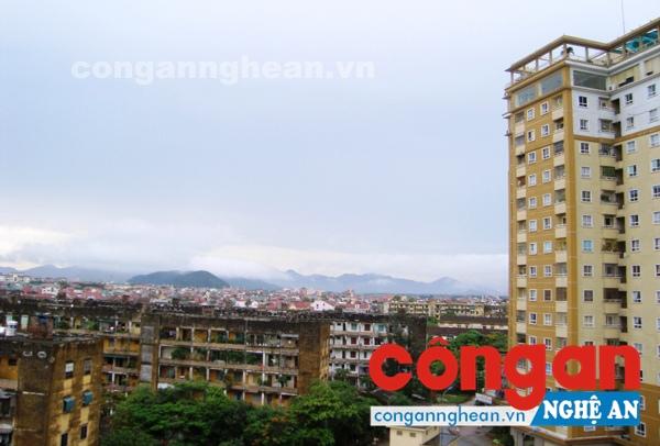 Nhiều chung cư cao tầng mọc lên đang dần thay thế những tòa nhà cũ, xuống cấp ở TP Vinh