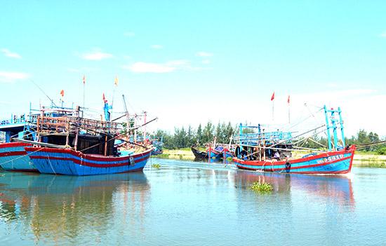Tàu cá của ngư dân huyện Thăng Bình ra khơi. Ảnh: N.Q.V