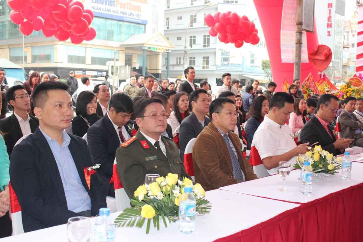 Các đại biểu dự lễ khai trương