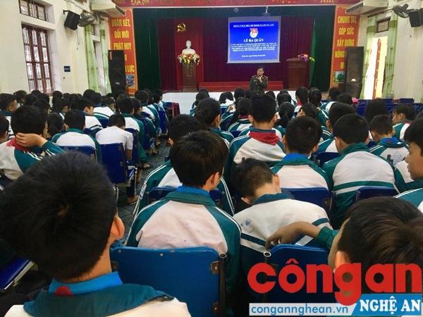 Tuyên truyền cho học sinh trên địa bàn xã Hưng Lộc, TP Vinh