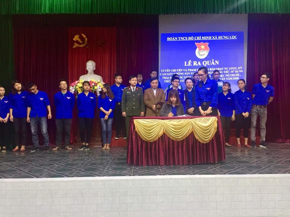 Ký cam kết không vi phạm về phòng, chống pháo trong dịp tết các cơ sở đoàn viên trong xã Hưng Lộc, TP Vinh
