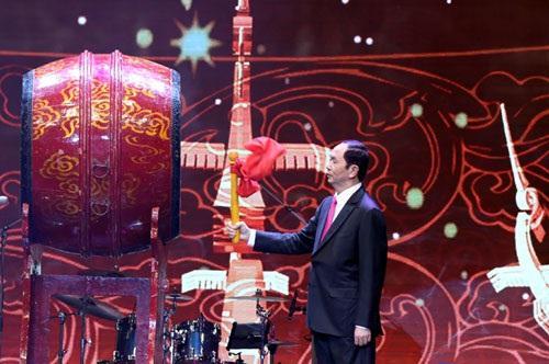 Chủ tịch nước Trần Đại Quang đánh trống khai hội Chương trình Xuân Quê hương