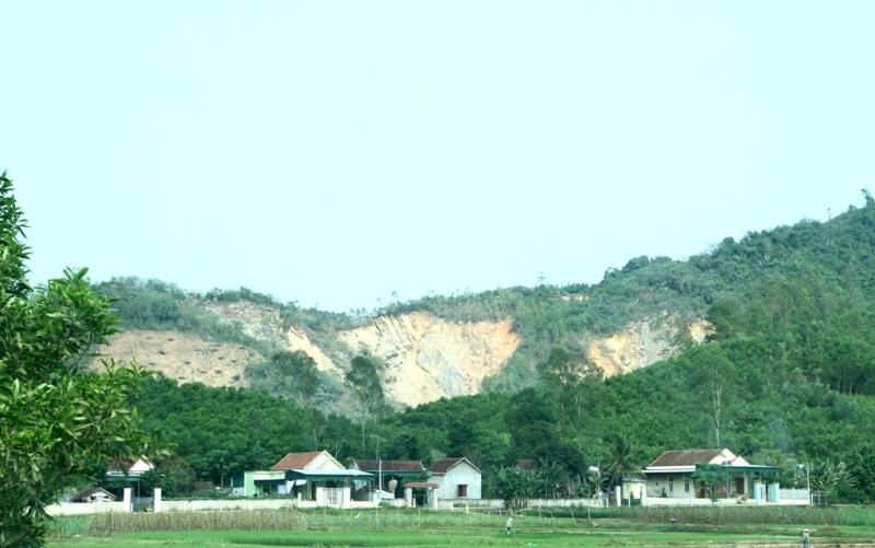 Theo hợp đồng ký kết, mỏ đất mà CIENO 4 ký hợp đồng để san lấp hai đầu chân cầu Hiếu nằm trên địa bàn xã Nghĩa Thuận (TX Thái Hòa), đã được kiểm định chất lượng, mỏ đất này cách công trình khoảng 13km.