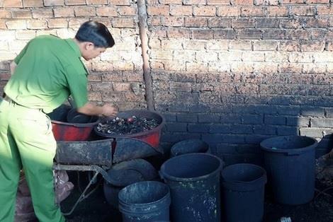 Kiểm tra cơ sở chế biến cà phê bằng cách nhuộm pin ở Đắc Lăk.