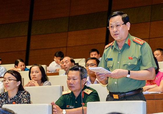 Đồng chí Đại tá Nguyễn Hữu Cầu, Giám đốc Công an tỉnh Nghệ An đã có nhiều dấu ấn đặc biệt trên cương vị đại biểu Quốc hội khóa XIV