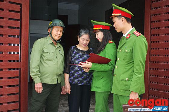 Lực lượng Công an và Bảo vệ dân phố phường Bến Thủy bám sát địa bàn nắm bắt tình hình an ninh trật tự