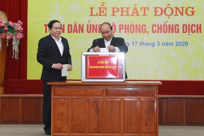 Thủ tướng và các đại biểu trực tiếp ủng hộ tại Lễ phát động.