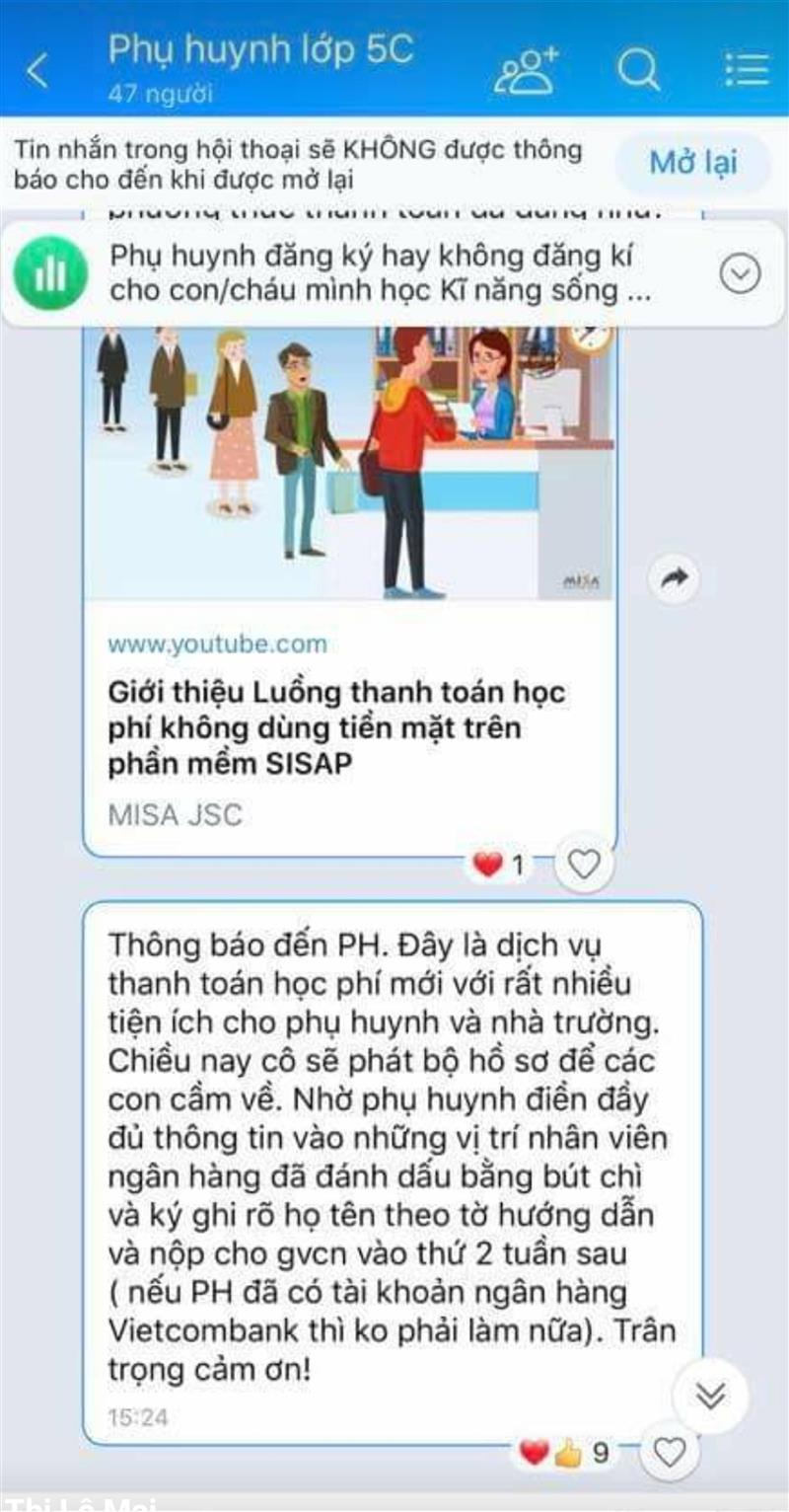 Ngoài tin nhắn, phụ huynh còn được phát hồ sơ mở tài khoản Vietcombank nên được hiểu là áp đặt