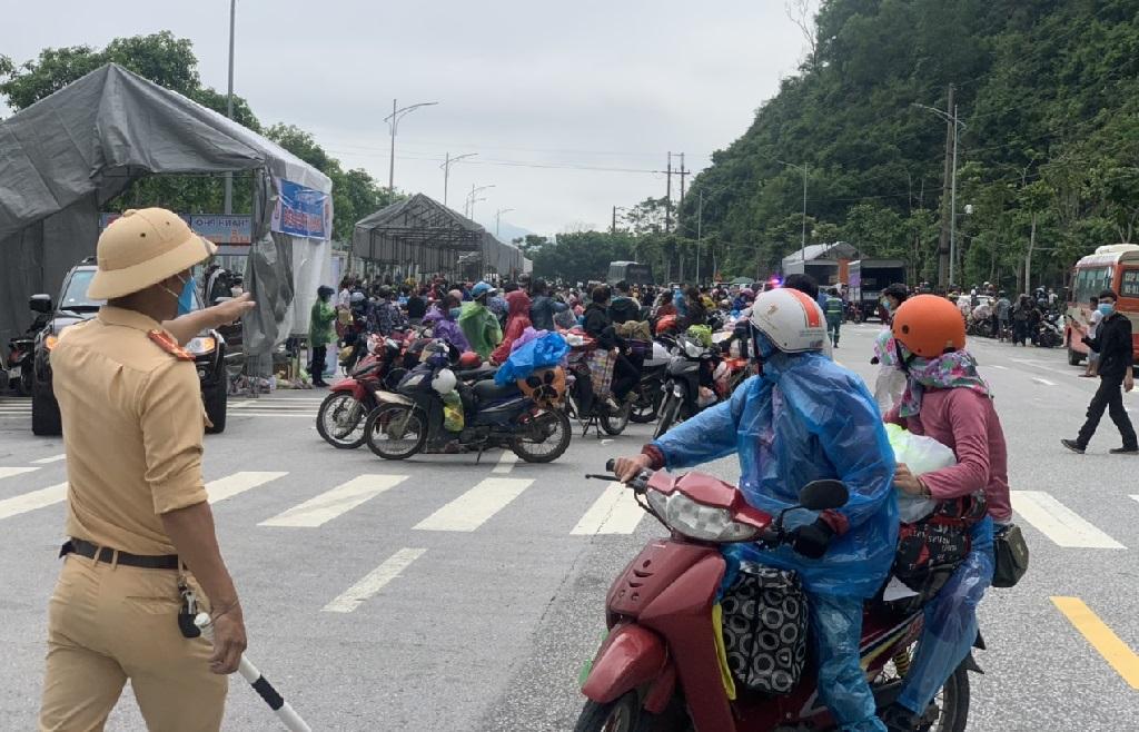 Lực lượng Cảnh sát giao thông phân luồng, điều tiết giao thông